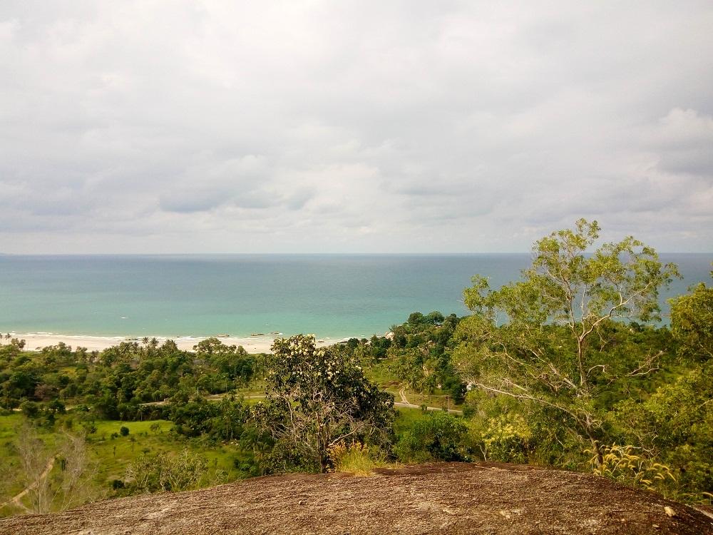 Pantai dari bukit Matras